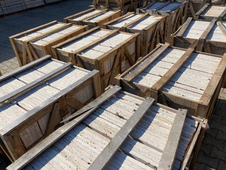 Travertin- und Granitplatten