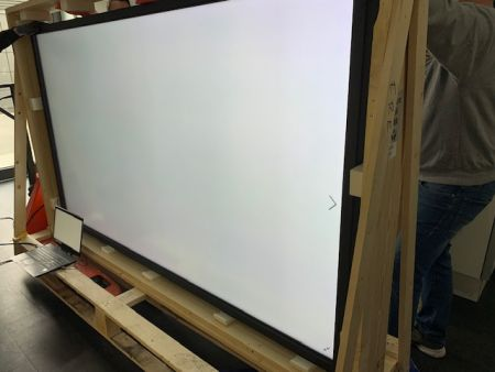 UHD LCD Display (Touch)